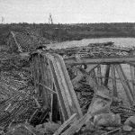 Isohaaran silta 30.10.1944. Taustalla saksalaisten ylläpitämän venäläisten sotavankien leirin parakkeja.