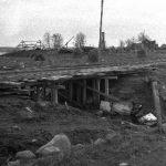 Liedakkala lokakuun lopulla 1944. Taustalla Ojalan talot, edessä Heikki Raution talon rauniot.